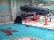 西河原市民プール 室内スライダー